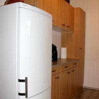 Bild Küche mit großem Kühlschrank