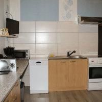 Bild komplett ausgestattete Küche