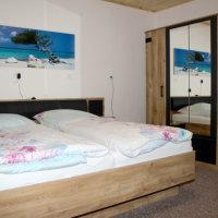 Bild Schlafzimmer mit großem Kleiderschrankl